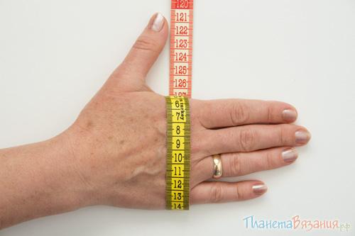 Измерение кисти руки для вязания варежек