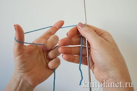Трубчатый набор петель спицами. Шаг 1