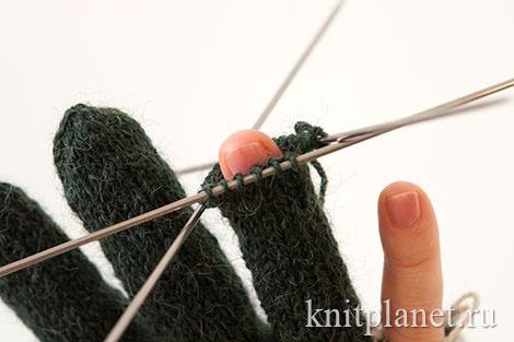 Вывязывание пальцев перчатки