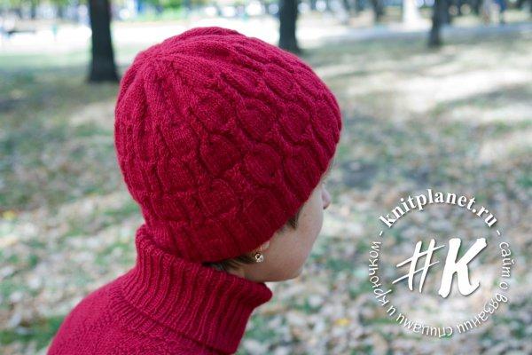 Женская шапка спицами на осень
