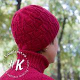 Женская шапочка спицами с косами и жгутами