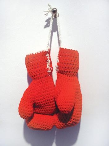 Боксерские перчатки связанные крючком