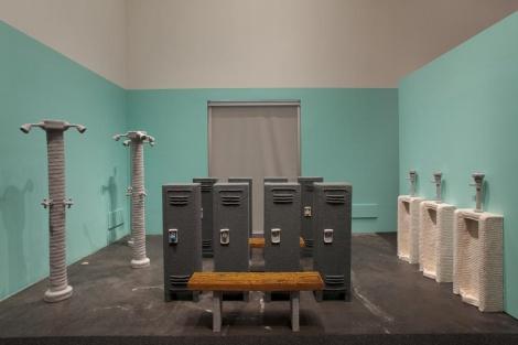 Туалетная комната, раздевалка и душ связаны крючком