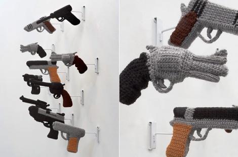 Связанные крючком пистолеты