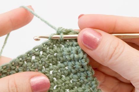 Вязание или вышивание при котором петля заходит за петлю 55
