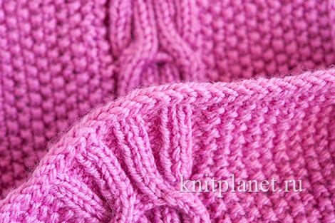 Нижний и верхний край шарфа отделан вязаным шнуром