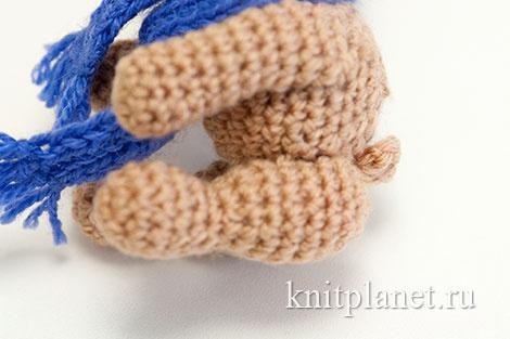 Готовый хвостик вязаного медвежонка.